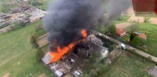 Масштабна пожежа на Надвірнянщині: згоріли два мікроавтобуси, три мотоцикли, побутова техніка, літня кухня, стодола та інше