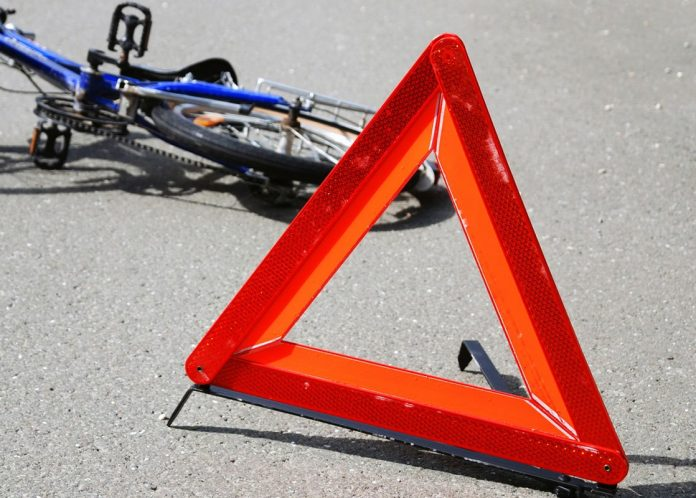В поліції підтвердили, що в автомобілі, який вчора на Косівщині збив двох велосипедистів, перебували двоє нетверезих копів