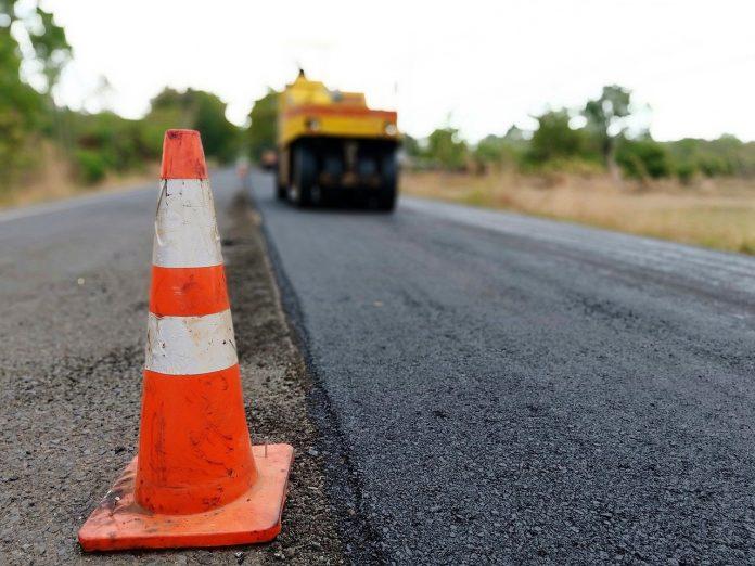 Триває ремонт дороги до віддаленої Осмолоди ВІДЕО - PRAVDA.IF.UA: Новини  твого міста