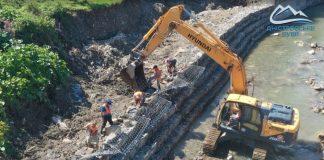 На Франківщині відновлюють пошкоджені паводком дамби ФОТОРЕПОРТАЖ