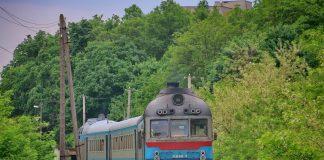 Через складну коронавірусну ситуацію на Прикарпатті, три приміські потяги змінили розклад руху