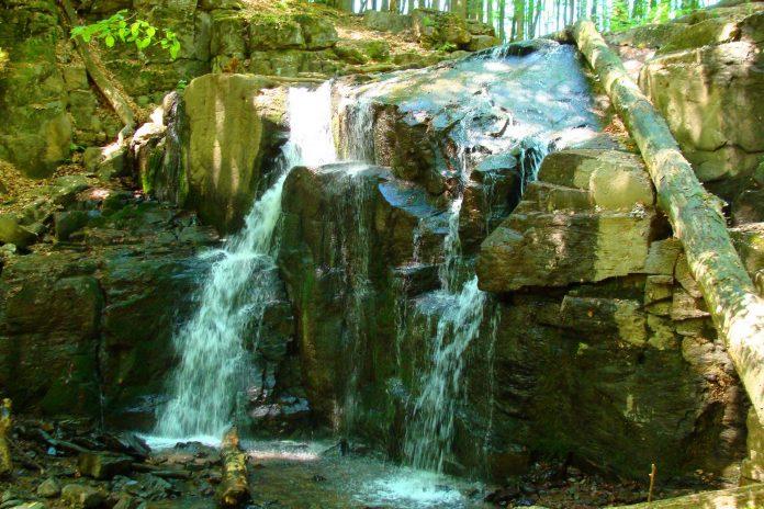 Неймовірні гори та водоспади: де шукати найкрасивіші маршрути в Карпатах