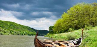 Човен з казок та легенд: середньовічна лодія мандруватиме на Дністрі ВІДЕО