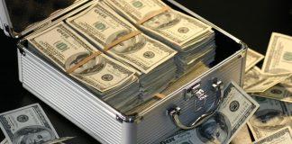 """Подарунок на півмільйона: дружина нардепа зі """"Слуги народу"""" зробила йому презент за майже 500 тисяч гривень"""