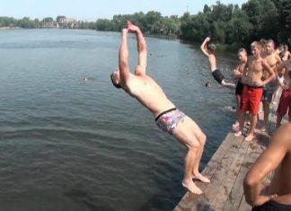 У Коломиї рятувальники прогнали підлітків, які стрибали з мосту у воду