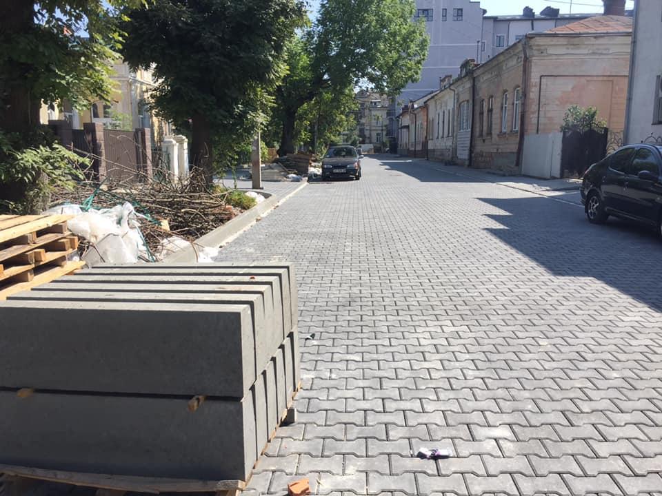 В центрі Івано-Франківська ремонтують ще одну вулицю ФОТО