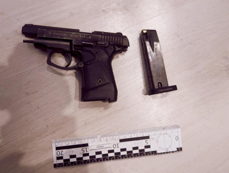 Поліціянти затримали франківця, який вночі влаштував стрілянину з балкону ФОТО