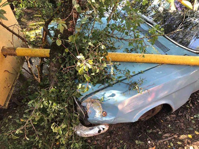 У Тлумачі п'яний водій врізався в газопровід ФОТО