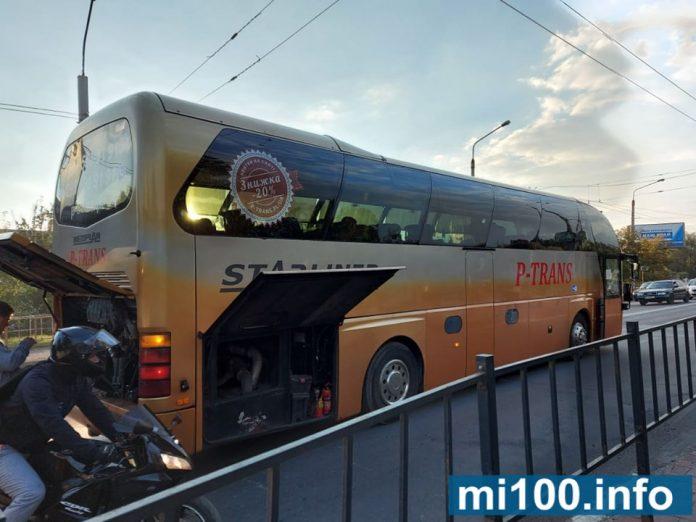 На «Пасічній» через поломку автобуса утворились сильні затори ФОТО