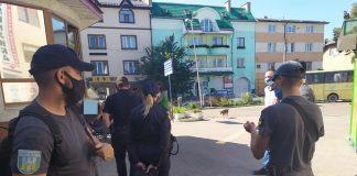 Муніципали спіймали жінку, яка вкрала телефон та несла його у ломбард
