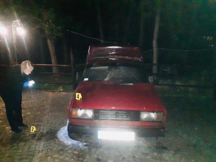 У курортному Яремче невідомі підпалили авто, а на Надвірнянщині - магазин: поліція шукує злочинців ФОТО