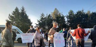 Обурені мешканці Рожнятівщини перекрили дорогу - вимагають ремонту ФОТО