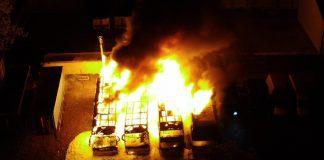 В масштабній пожежі на Прикарпатті вщент згоріли чотири пасажирські автобуси ФОТО та ВІДЕО