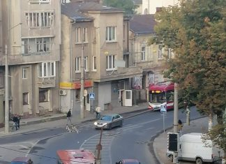 Ранкова ДТП: у Франківську зіткнулися автобус та легковик