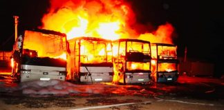 Поліція розшукує винуватців масштабної пожежі на Прикарпатті, де згоріли пасажирські автобуси ФОТО