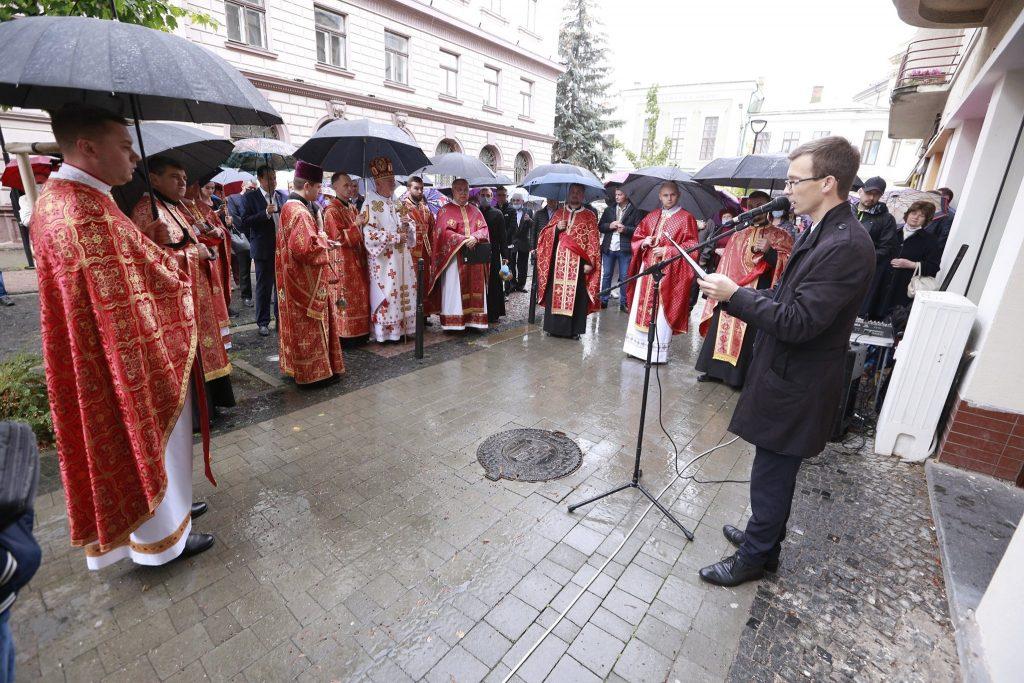 У Франківську встановили меморіальну дошку отцю Івану Козовику ФОТО