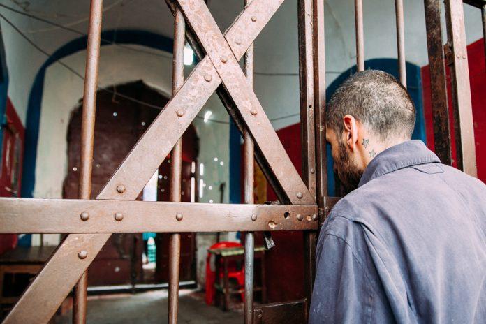 Злодій-рецидивіст, що обкрадав прикарпатців, проведе понад 6 років за ґратами