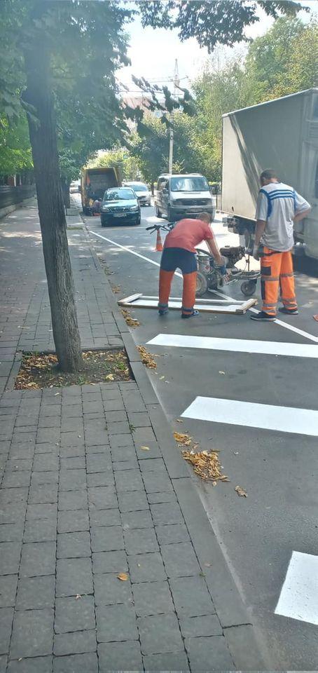 На франківських дорогах продовжують наносити розмітку ФОТО