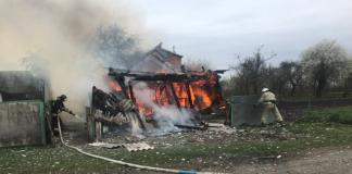 На Прикарпатті у пожежі згоріла стайня, стодола та 10 тонн сіна