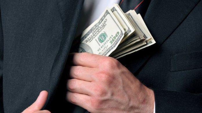 Чиновник Івано-Франківської ОДА незаконно привласнив майже пів мільйона гривень