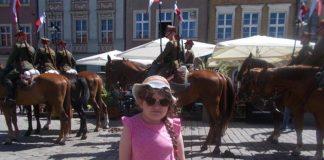 Маленька дівчинка з Франківська потребує складної операції на хребті. Небайдужих просять про допомогу