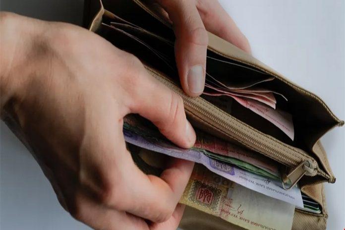 Українцям підвищать пенсії і виплатять по 500 грн: що вирішив Кабмін