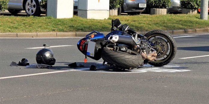Не впорався з керуванням та впав з мотоцикла: п'яний прикарпатець вчинив ДТП