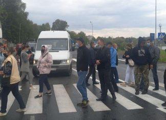 На Франківщині обурені мешканці перекрили дорогу національного значення