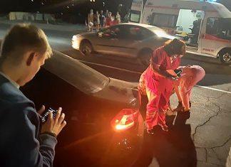 Раптово вибіг на дорогу з 2-річним сином на руках: у курортному Яремче чоловік з дитиною потрапили під колеса іномарки