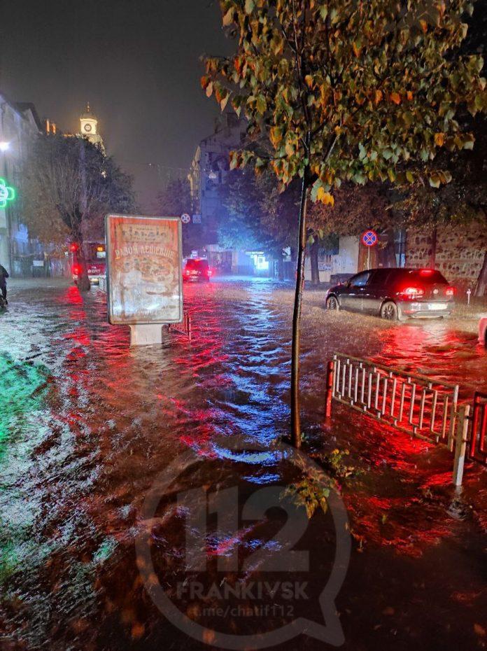 Марцінків не зміг перевірити, наскільки затоплений центр Франіквська. Не пропустила поліція