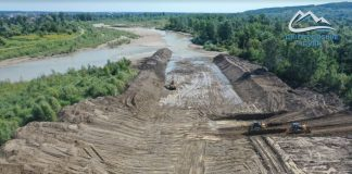 На Франківщині продовжуються роботи із відновлення дамб пошкоджених червневою повінню