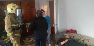 У Франківську хвора літня жінка стала «заручницею» власної оселі - допомогли рятувальники