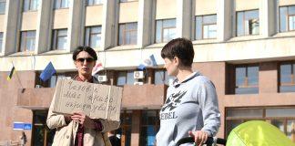 Франківці під будівлею ОДА вимагали повернути партнерські пологи ФОТО