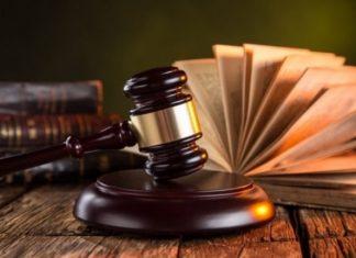 На Прикарпатті суд покарав пенсіонерку, яка облаяла та вдарила сусіда