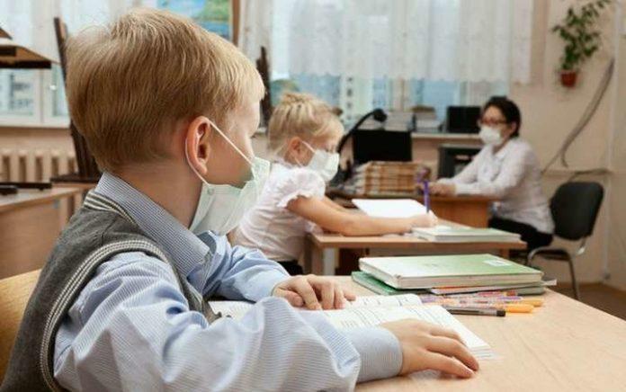 Франківських вчителів безкоштовно тестуватимуть на коронавірус