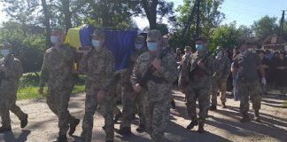 На Прикарпатті провели в останню путь бійця, який загинув від рук московських окупантів ФОТО