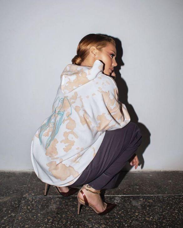 Відома франківчанка створила колаборацію одягу з брендом Dream team