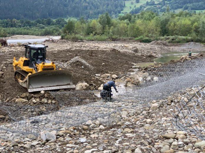 У Верховинському районі відновлюють берегоукріплення