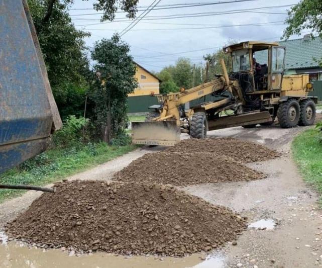 У прикарпатському селі відновили пошкоджені паводком дороги ФОТО