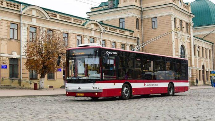 Міський голова буде звертатися до Уряду, щоб ті дозволили дітям стоячі місця в автобусі