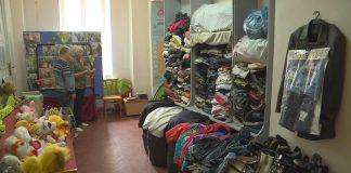 У Коломиї нужденних забезпечують одягом та взуттям ВІДЕО