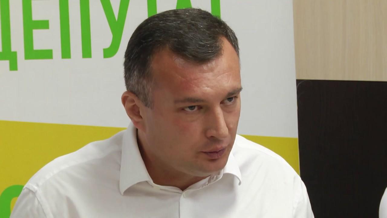 Зе-депутат проколював шини припаркованим авто. Відео - PRAVDA.IF.UA: Новини  твого міста
