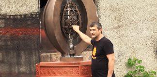 Майстер із Коломиї самотужки створив для міста скульптурну композицію з металу ВІДЕО