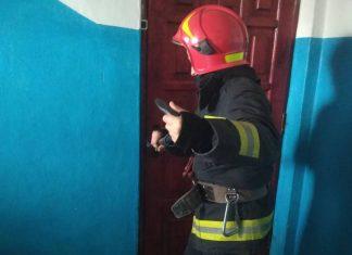 У Франківську рятувальники допомогли стурбованим батькам потрапити до будинку, де перебувало двоє малолітніх дітей