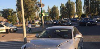 Авто зі швидкістю влетіло у бордюр та перекинулось: в карколомній аварії на Прикарпатті травмувався пасажир іномарки