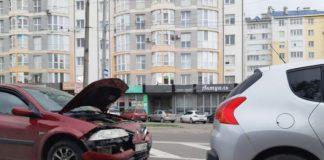 На Галицькій масштабна ДТП: рух автотранспорту ускладнено ФОТО
