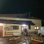 У Івано-Франківську шквальний вітер зірвав дах на будинку смутку ФОТО