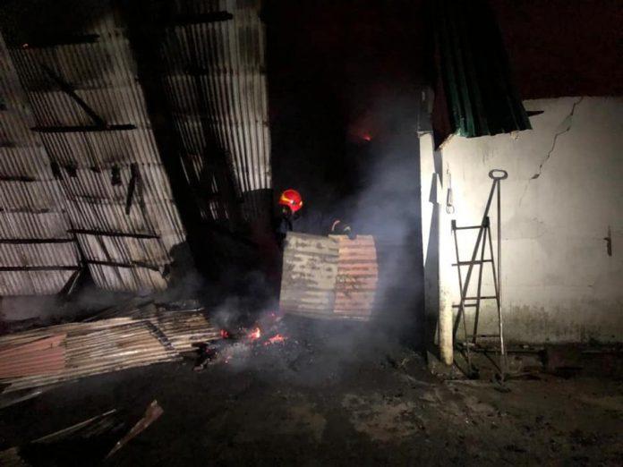 На Прикарпатті під час масштабної пожежі на складі згоріло 300 тонн зерна ФОТО