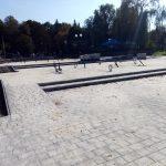 У Франківську оновлюють вхід на центральне міське озеро ФОТО