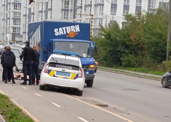 На Набережній у Франківську вантажівка на смерть збила чоловіка ФОТО та ВІДЕО